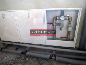 Bytový vodomer s filtráciou a regulátorom tlaku