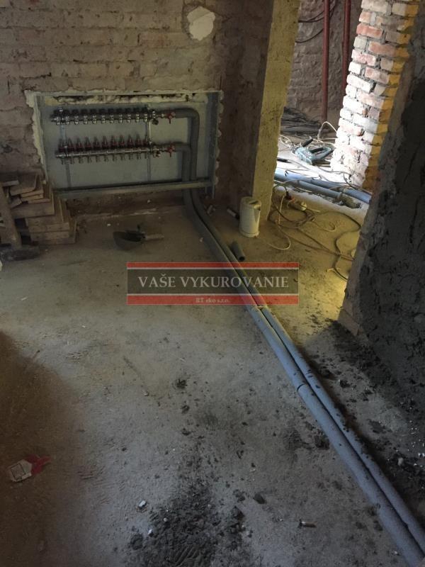 Napojenie na rozdeľovač podlahového vykurovania pri rekonštrukcii