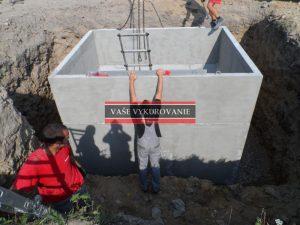 Osádzanie betónových žúmp a záchytných nádrží dažďovej vody