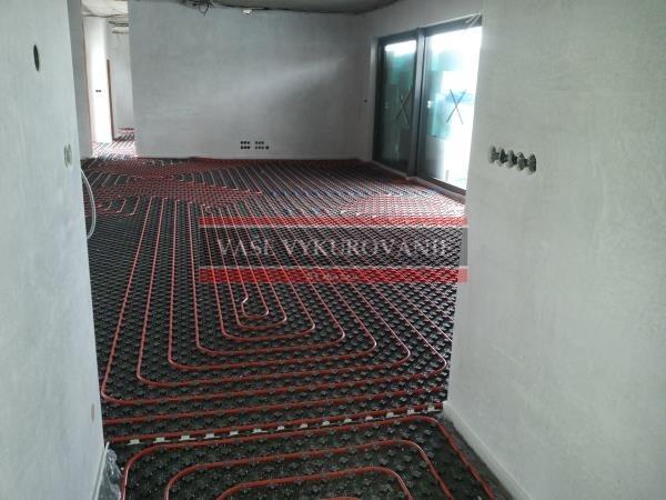Podlahové vykurovanie v obývacej miestnosti