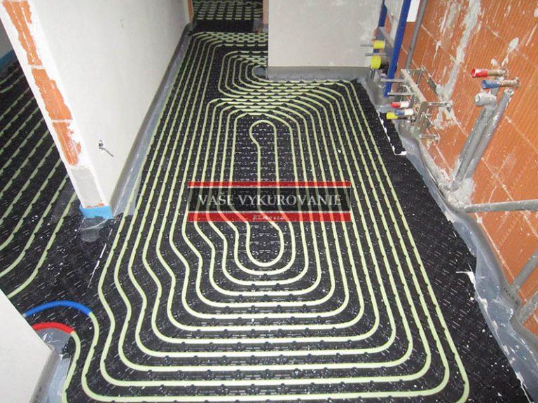 Zhustenie podlahového vykurovania v kúpeľni